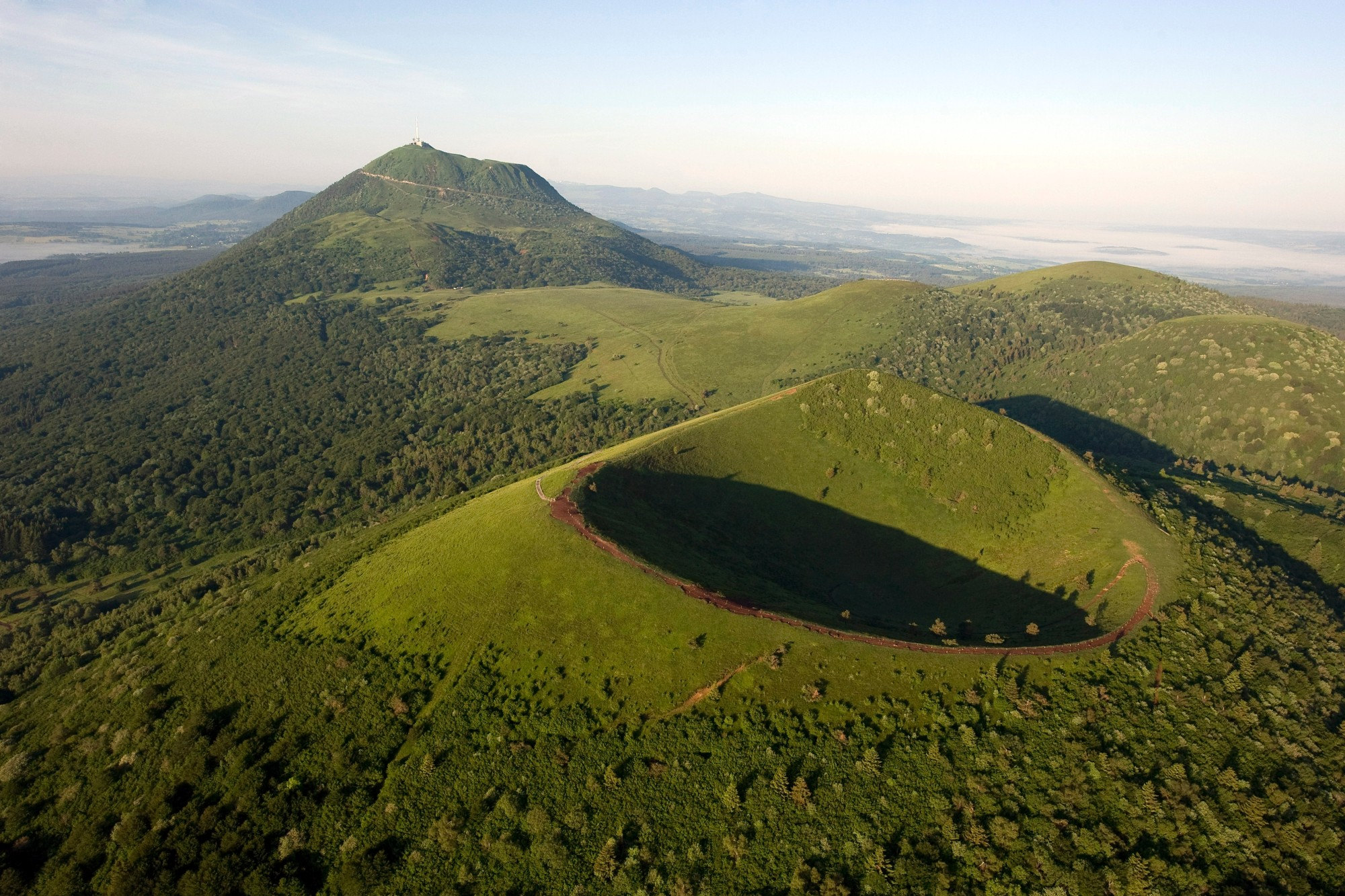 Vacation idea in France : the ascent of the Puy du Pariou and le Mont-Dore