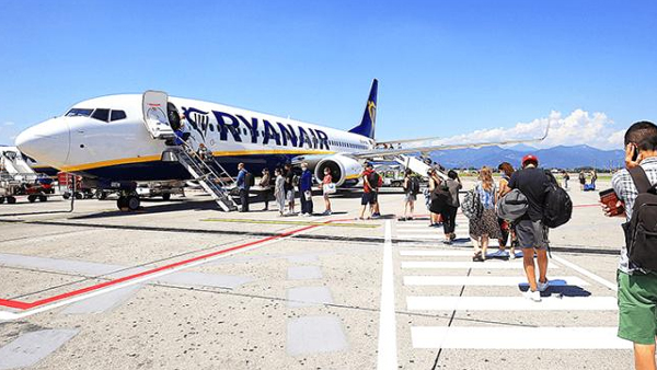 Ryanair promises to settle all the refunds in six weeks
