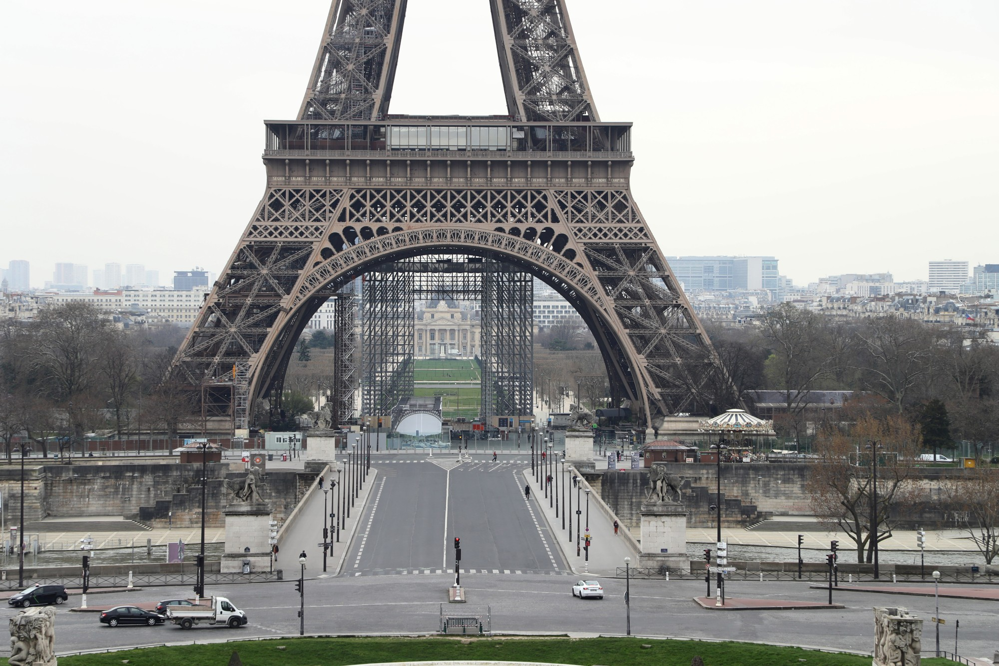 Eiffel tower : how the top moves during heatwaves