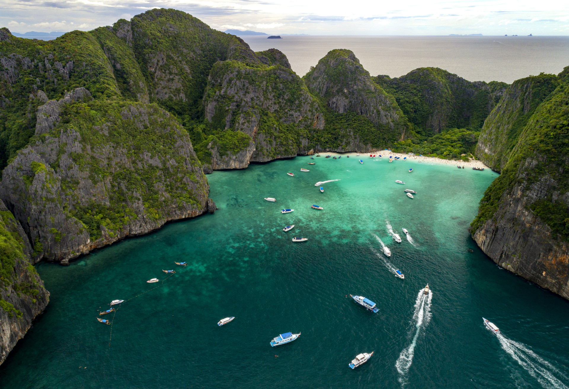 Singles Travel: Top 10 Destinations for Solo Travel