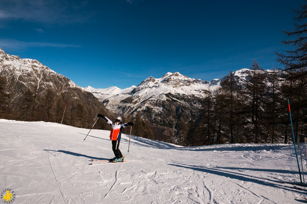 Family skiing in the Ecrins